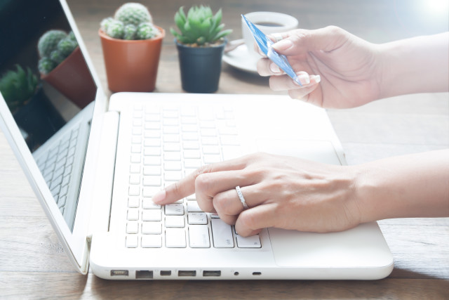 От 1 юли електронните магазини, избрали алтернативен режим на отчитане на неприсъствени плащания, подават онлайн информация в НАП