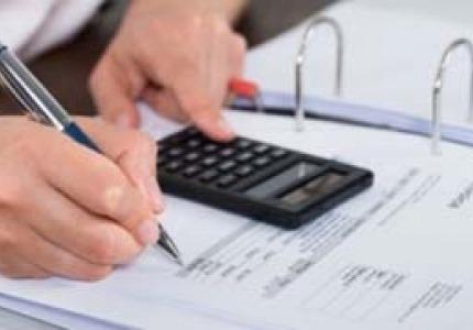 Начисляване на ДДС във фактура за продажба между три фирми от различни държави членки на ЕС
