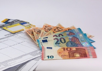По-ниски такси за всички презгранични плащания в евро в ЕС педлага Европейската комисия