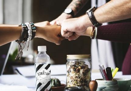 """Стартиращи бизнеси ще получат финансова подкрепа чрез инструмента """"Микрокредитиране със споделен риск"""" на ОПРЧР"""